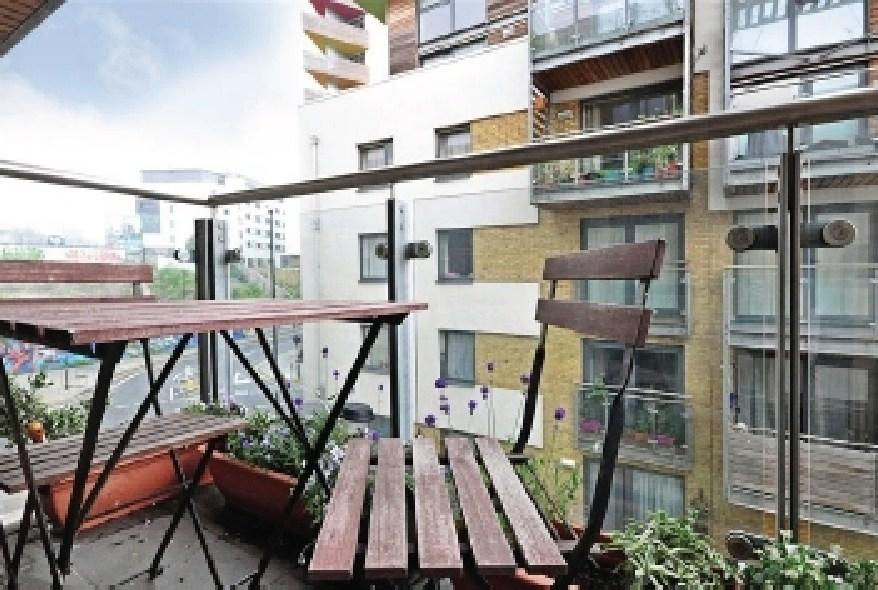 3 bedroom apartment to rent in kingscote way brighton for Room to rent brighton