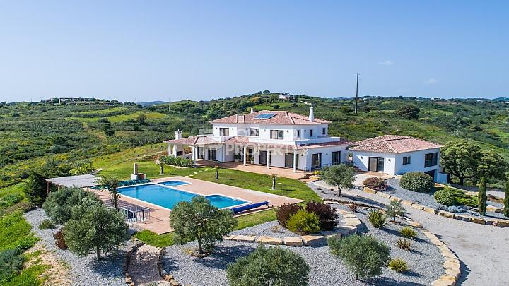 Villa for sale in Vila Nova De Cacela...