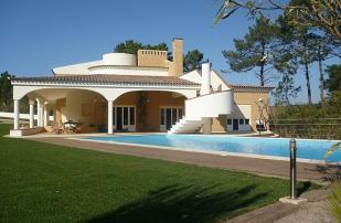Villa for sale in Foz Do Arelho...