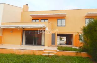 4 bed Town House for sale in Lisbon, Lisbon, Portugal