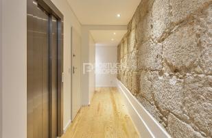 4 bed Apartment in Porto...