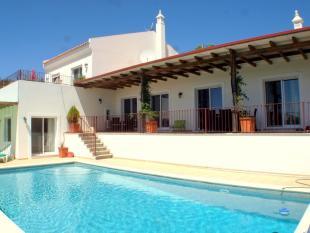 Estói Villa for sale