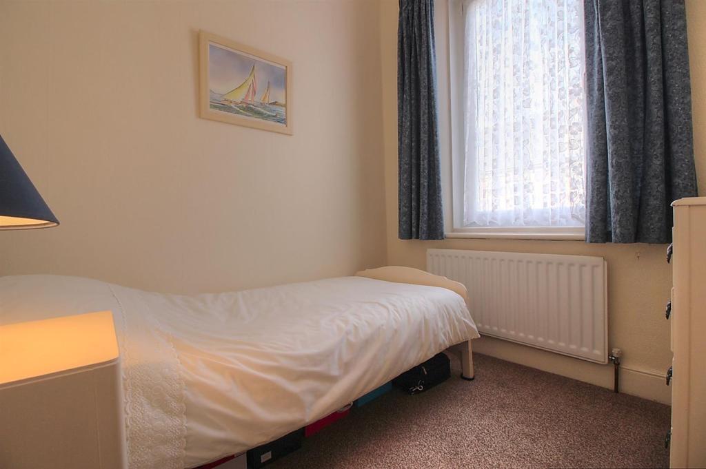 Bed 3 2.jpg