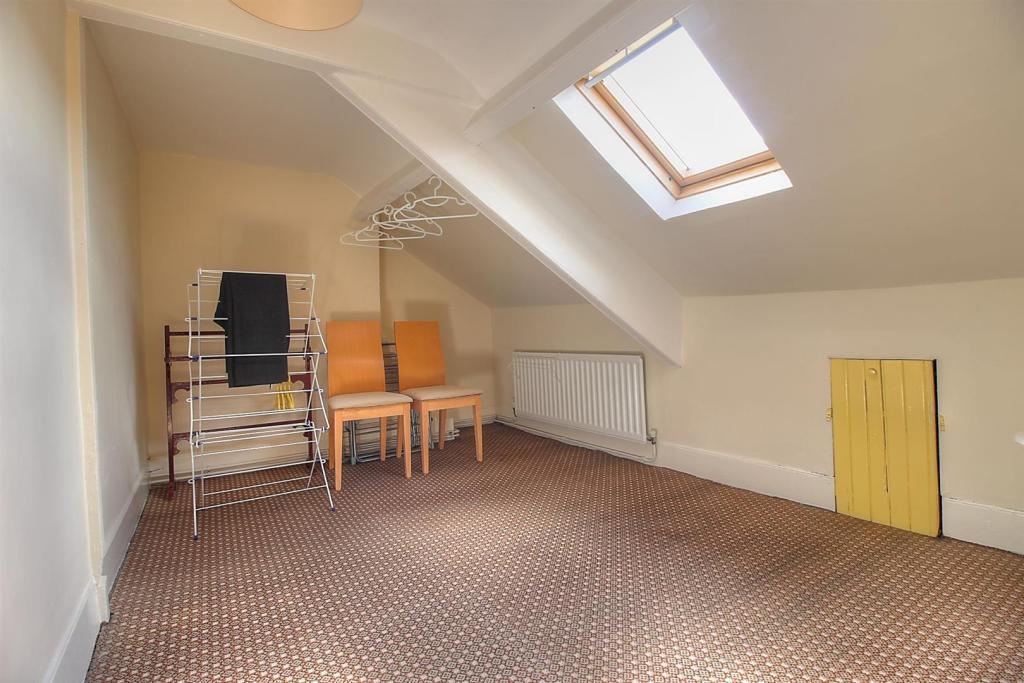 Attic Room 2.jpg