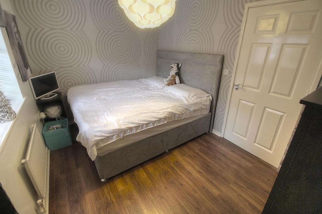 Bed 1 2.jpg