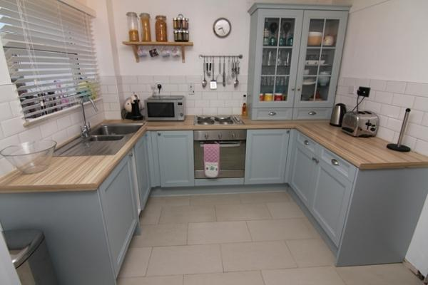 2 bedroom terraced house for sale in gibbs couch watford wd19 for Terrace kitchen diner