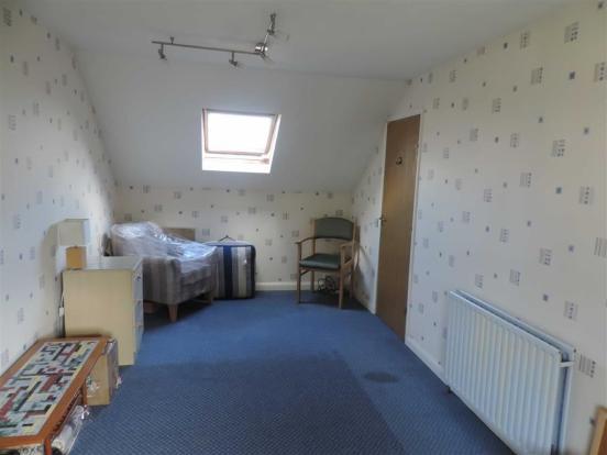 Additional bedroom f