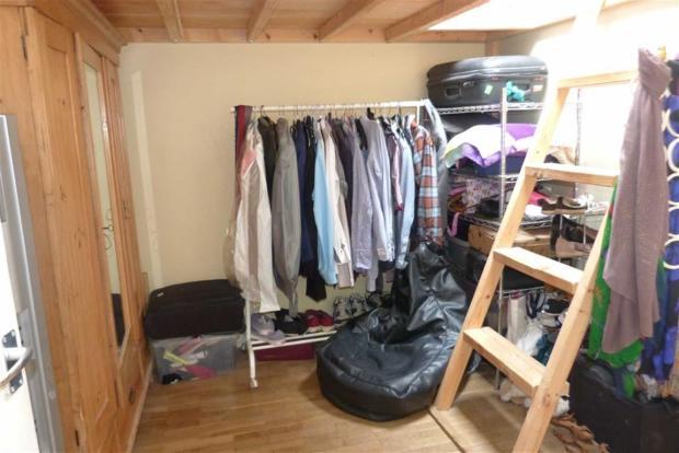 Additional bedroom p