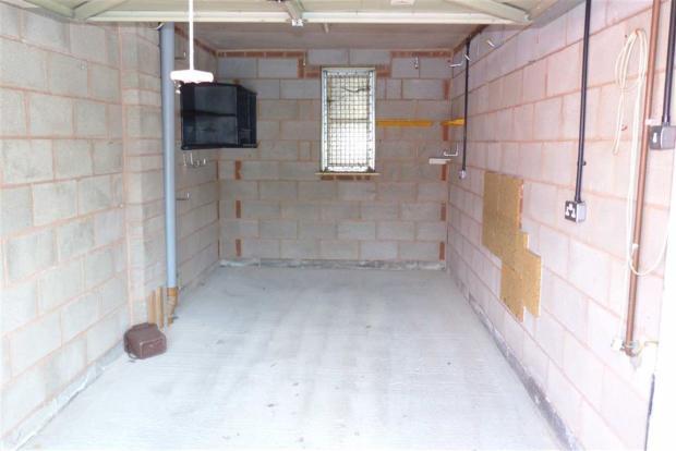 Additional garage pi