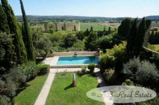 12 bed Character Property in Aix-en-Provence...