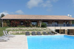 6 bedroom property for sale in Aquitaine...