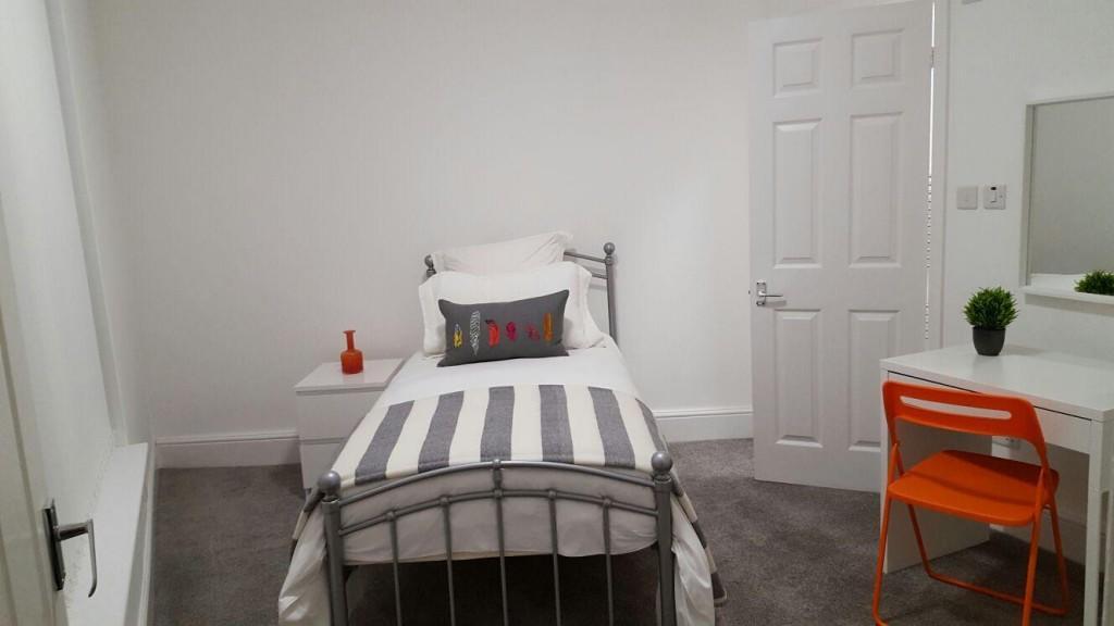 Single bedroom to let Bentley