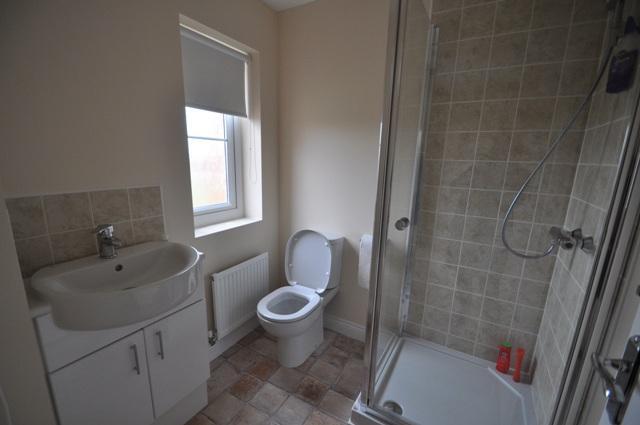 En-Suite to Bedroom 4