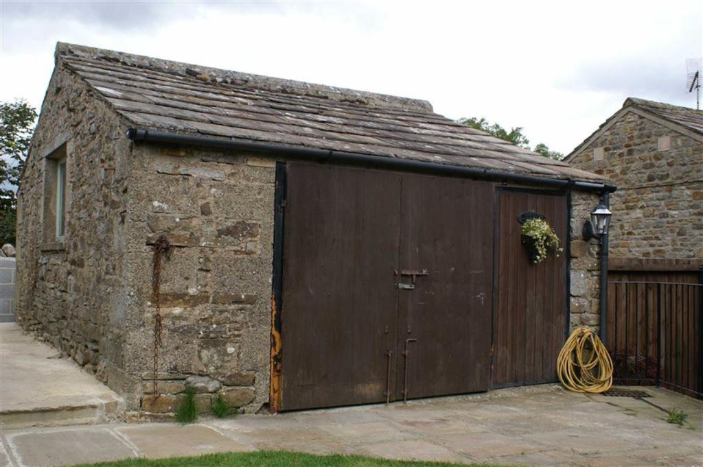 BARN/WORKSHOP AND PA