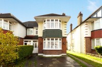 3 bed semi detached house in Bullsmore Lane, Enfield