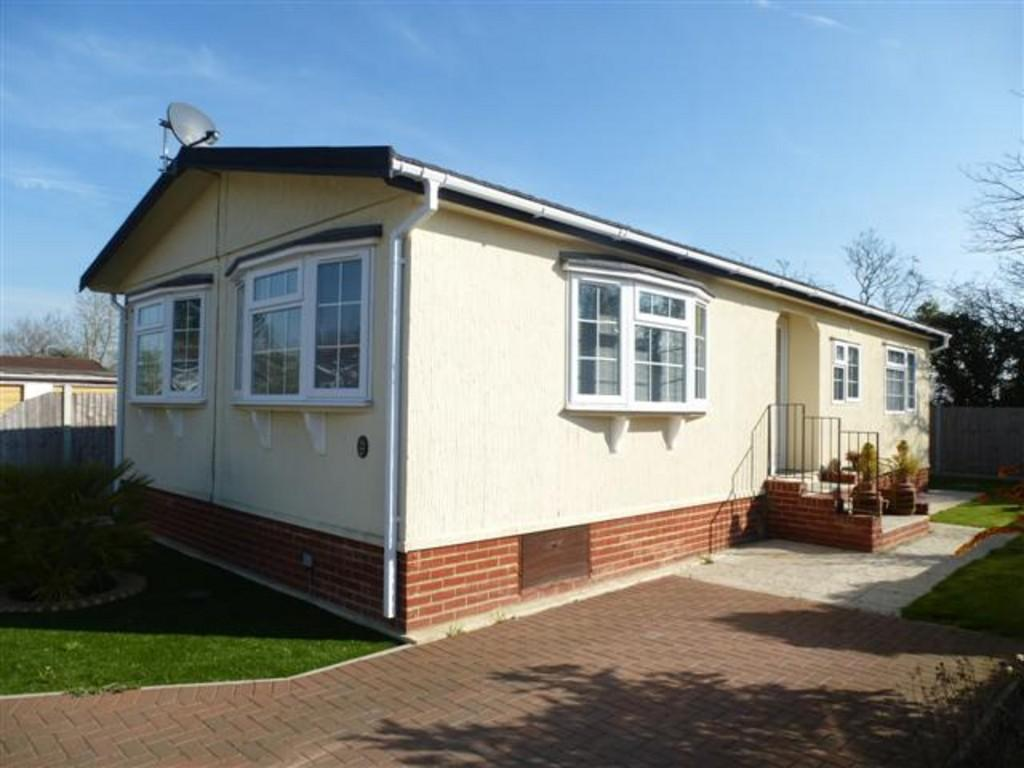 2 bedroom mobile home for sale in shenley park headcorn tn27. Black Bedroom Furniture Sets. Home Design Ideas