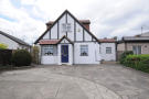 4 bedroom Detached Bungalow in Lees Road, Hillingdon...