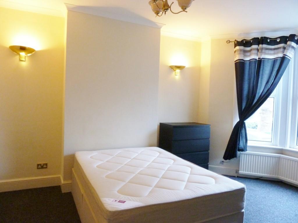 Room 1 £200pw