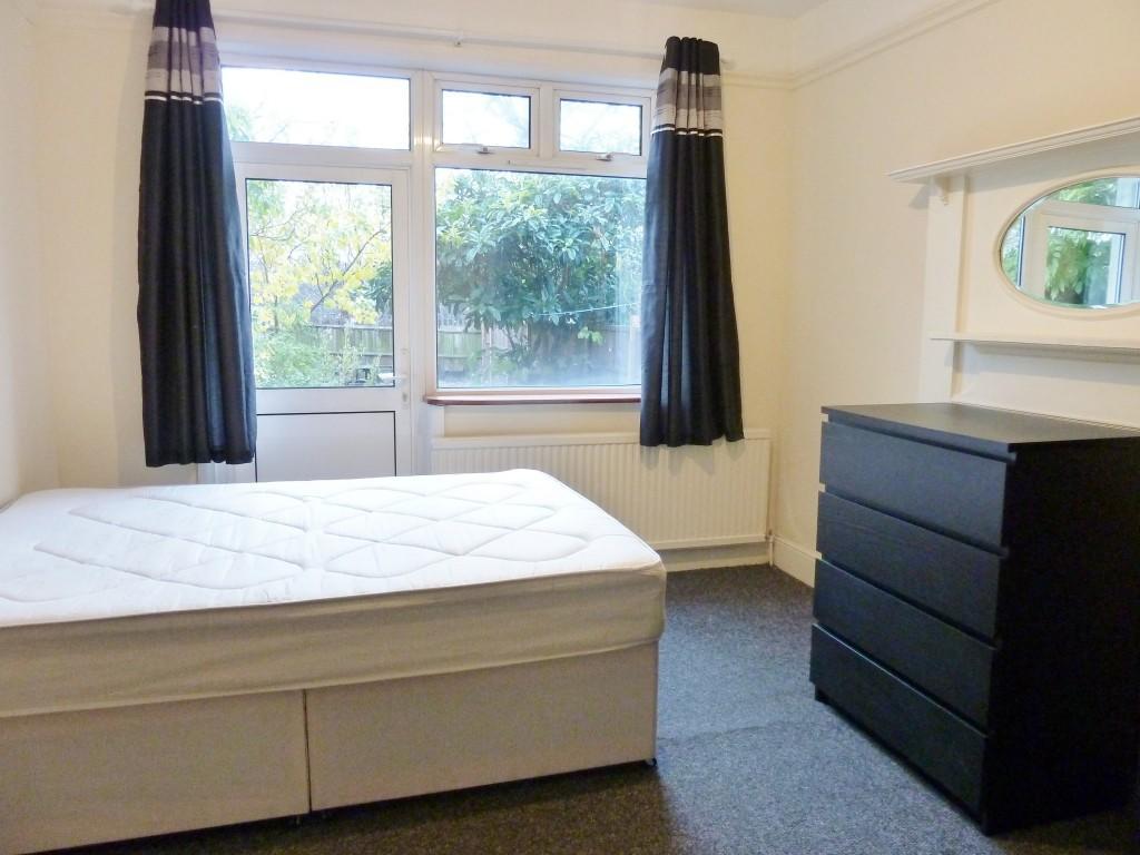 Room 2 £175pw