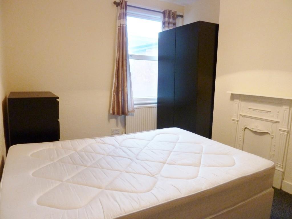 Room 4 £150pw
