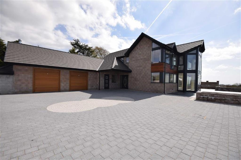 5 bedroom detached house for sale in forty acre lane