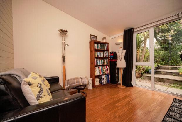 Bedroom/2nd Living