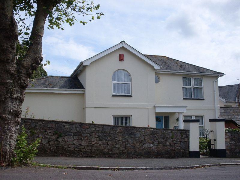 3 Bedroom Link Detached House For Sale In A 3 Bedroomed