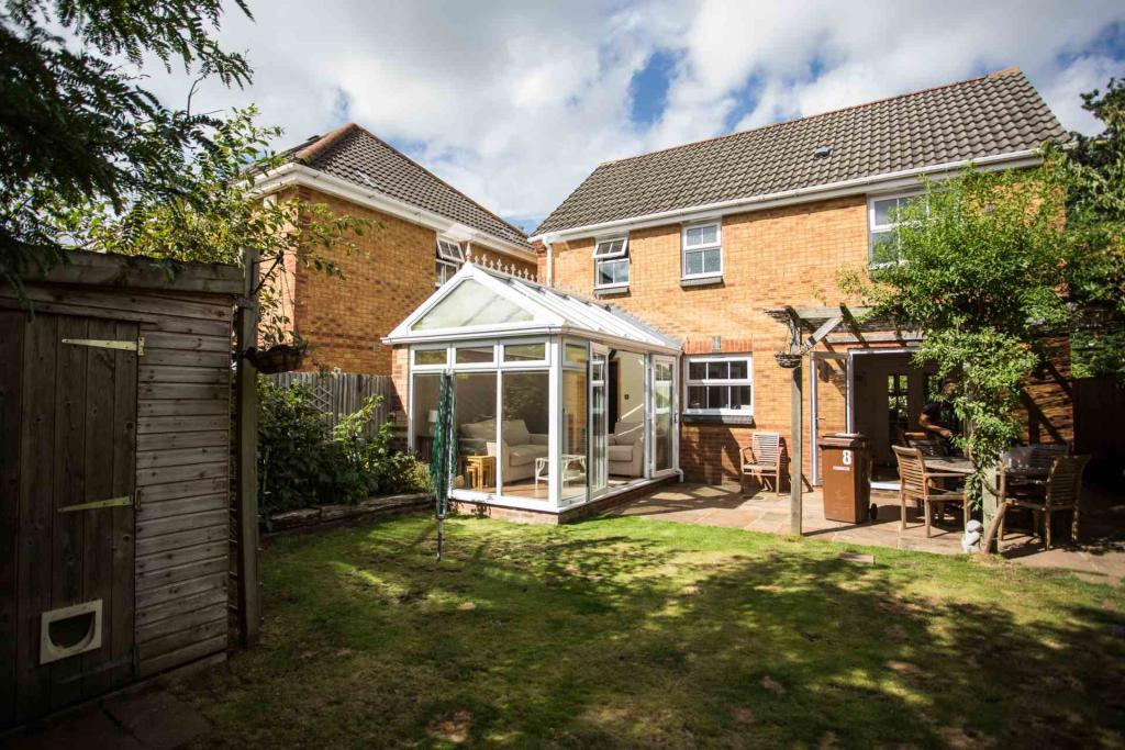 4 Bedroom Detached House To Rent In Heather Gardens