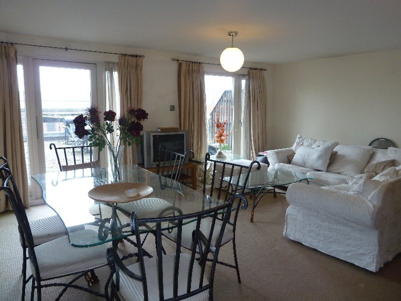 3 bedroom flat to rent in royal arch apartments the