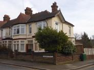 Flat in Lyndhurst Drive, LONDON
