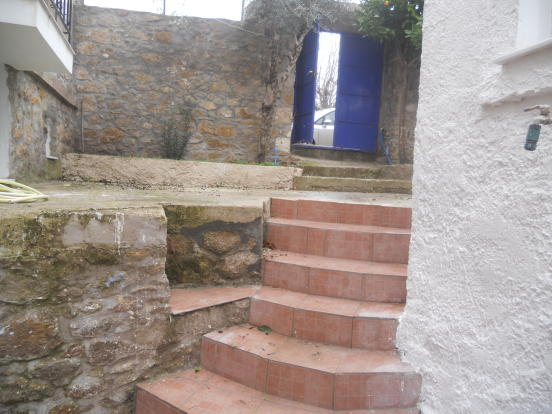 Steps up to coutryar