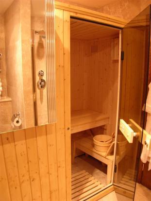 SHOWER ROOM/WC & SAU