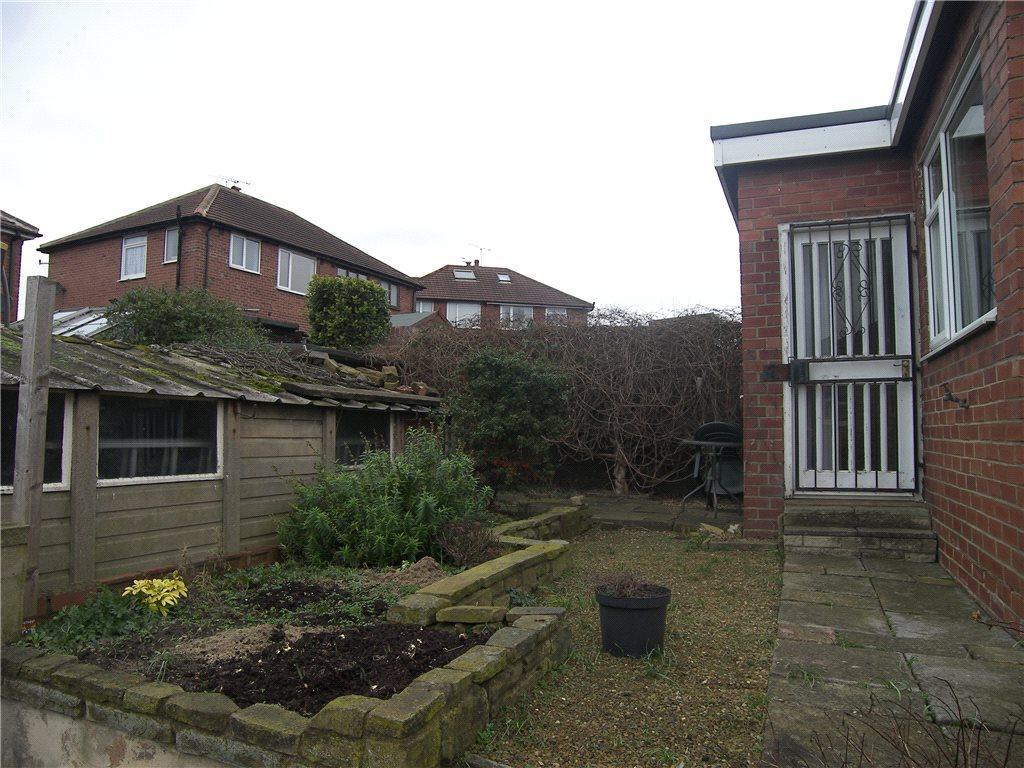 3 bedroom semi-detached house for sale in kellett mount, leeds