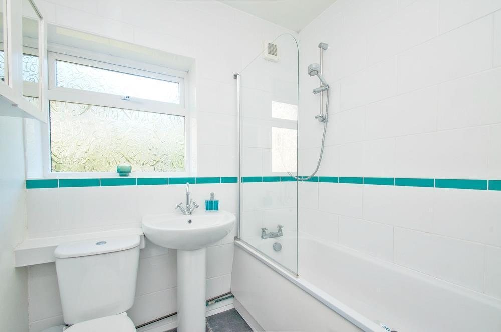 Bathroom 2.jpg