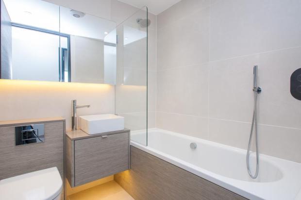 MiddleApt_Bathroom.j