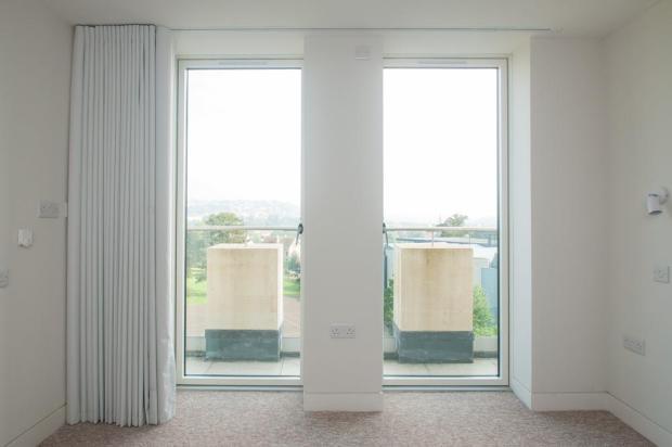 MiddleApt_Bedroom1_2