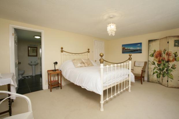 ZW5T5794-s-Bedroom1