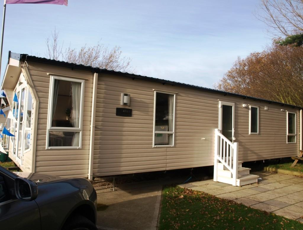 2 Bedroom Mobile Home For Sale In Naze Marine Hall Lane Walton On The Naze Co14