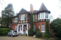 3 bed Flat to rent in Oatlands Drive, Weybridge