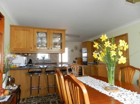 Dining to kitchen 2 (Property Image)