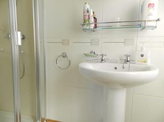 En suite 2 (Property Image)