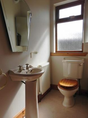 Guest toilet (Property Image)