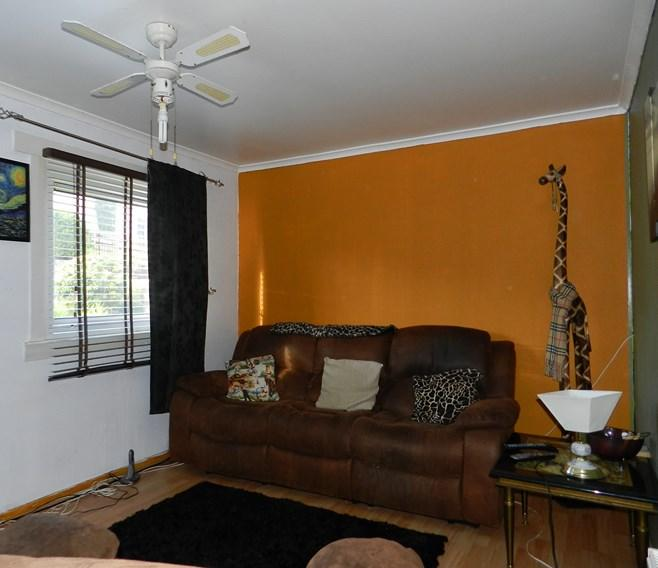 33 Carrick Road Living Room 1 (Property Image)