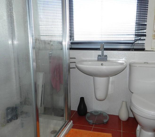 33 Carrick Road Bathroom (Property Image)
