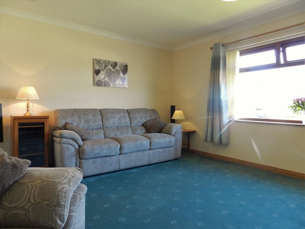 Lounge 4 (Property Image)