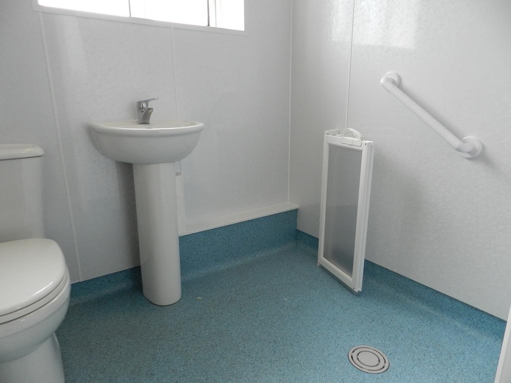 Wet Room 1 (Property Image)