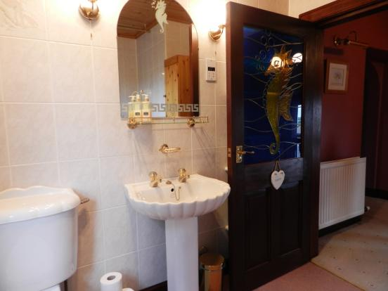 Bathroom 1 (Property Image)