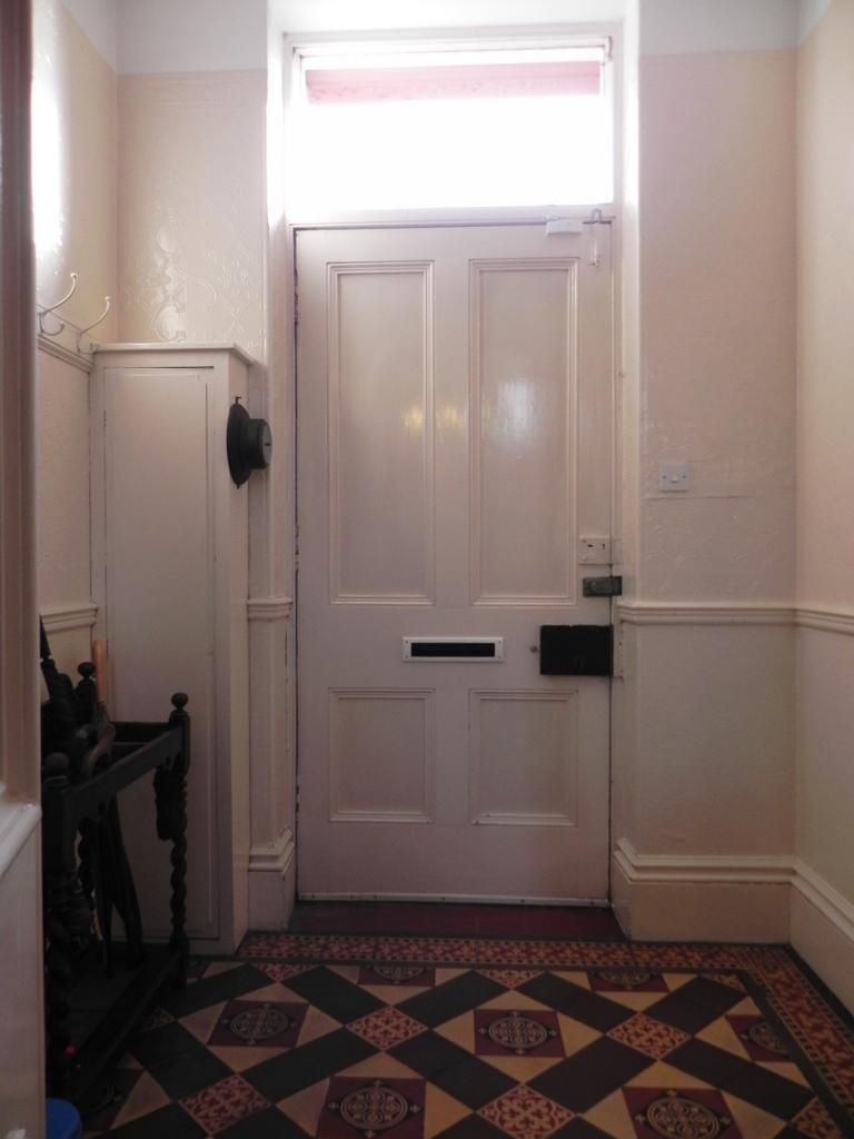 Vestibule (Property Image)
