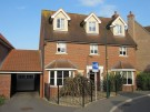 6 bed Link Detached House in Chestnut Avenue...