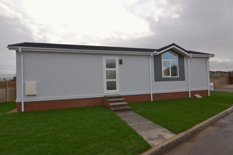 2 Bedroom Mobile Home For Sale In Shoeburyness Ss3